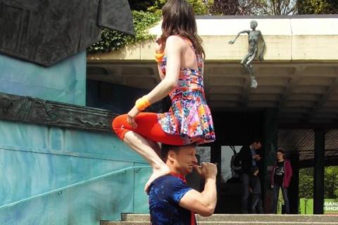 Akrobatyka-Komedia-i-Zonglerka-Duet-na-event-1