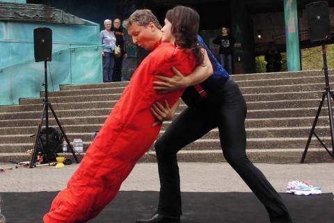 Akrobatyka-Komedia-i-Zonglerka-Duet-na-event-2