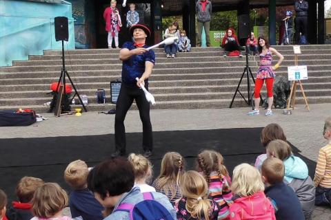 Akrobatyka-Komedia-i-Zonglerka-Duet-na-event-3