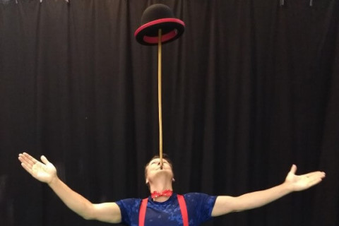 Akrobatyka-Komedia-i-Zonglerka-Duet-na-event-7