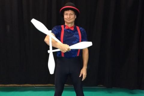 Akrobatyka-Komedia-i-Zonglerka-Duet-na-event-8