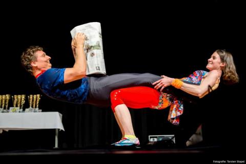 Akrobatyka-Komedia-i-Zonglerka-Duet-na-event-9