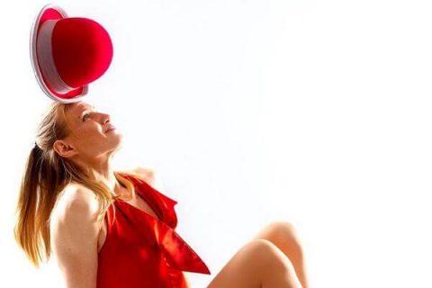 Artystka-z-diabolo-i-zonglerka-kapeluszami-3
