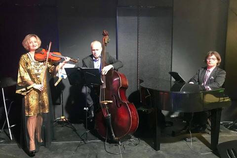 Golden-Swing-Trio-7