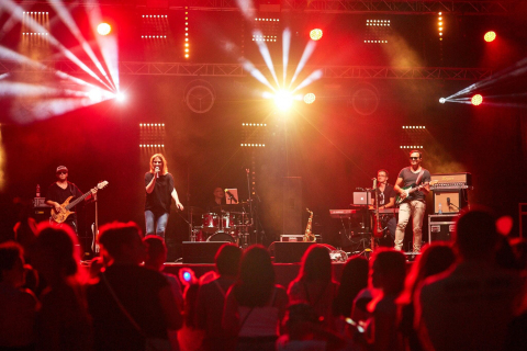 Live-Music-Band-2