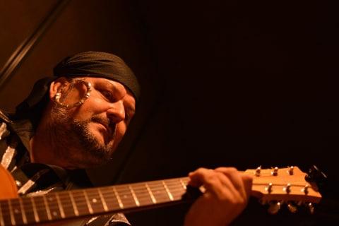 Marquez-Gitarzysta-fingerstyle-11