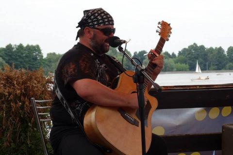 Marquez-Gitarzysta-fingerstyle-3
