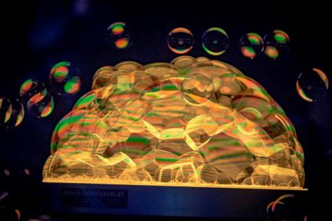 Pokaz Gigantycznych Baniek Mydlanych