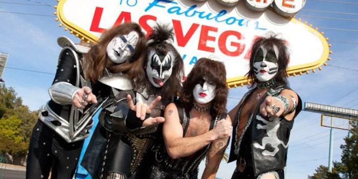 Od 1995 r. Kiss, jako zespół coverowy z mocnym i wyjątkowym brzmieniem, w stylu kultowej grupy rockowej KISS, rozkręca widownie na międzynarodowych scenach.